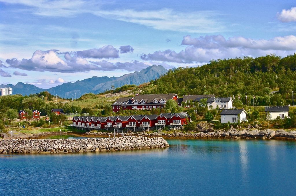 Are you planning to travel to Norway? Need some Norway travel inspiration? From its majestic wildlife, captivating Northern Lights shows, and snowy mountains, to its vivid landscapes, and mystifying fjords, Norway is a must-visit destination for anyone who loves the outdoors. Plus, opportunities for hiking, kayaking, glacier climbing, fishing, and skiing are endless! Here are 25 photos that will make you fall in love with Norway!
