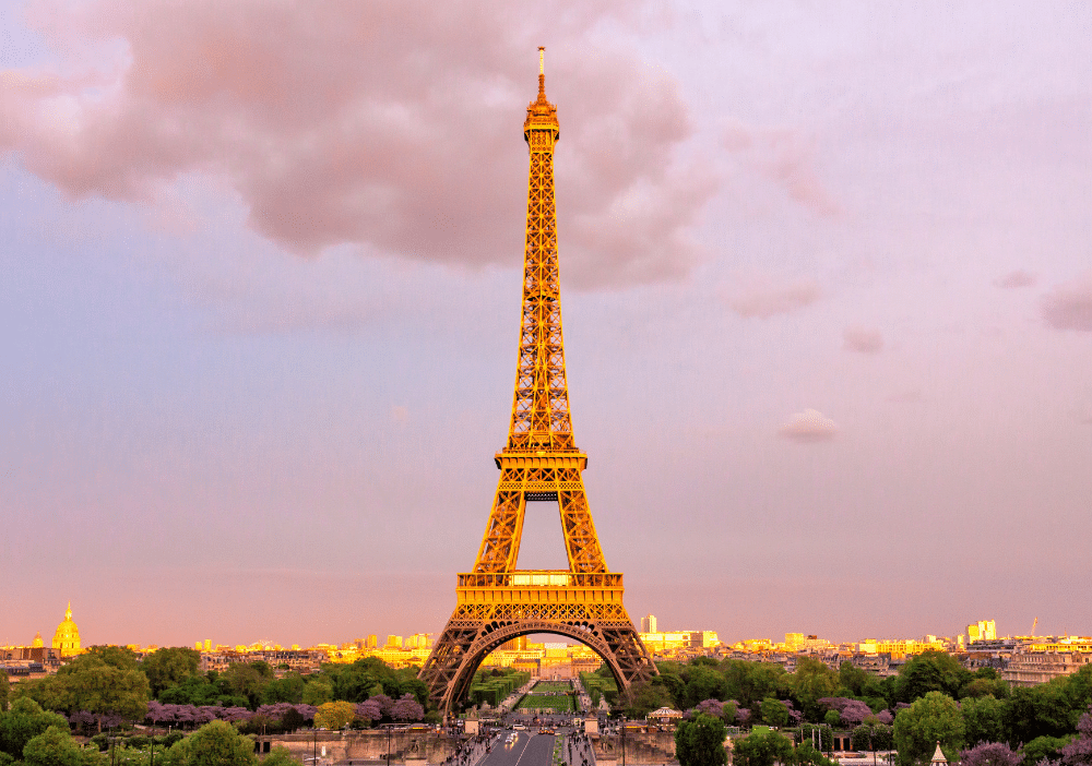Want to experience Paris like a Parisian? From where to snack to where to hang out, this post includes 10 quintessentially Parisian things to do in Paris!   Paris   France   Paris Photography   Things to Do in Paris   Paris Food   Sacre Coeur   Paris Fashion   Eiffel Tower   Paris Cafe   Paris Shopping