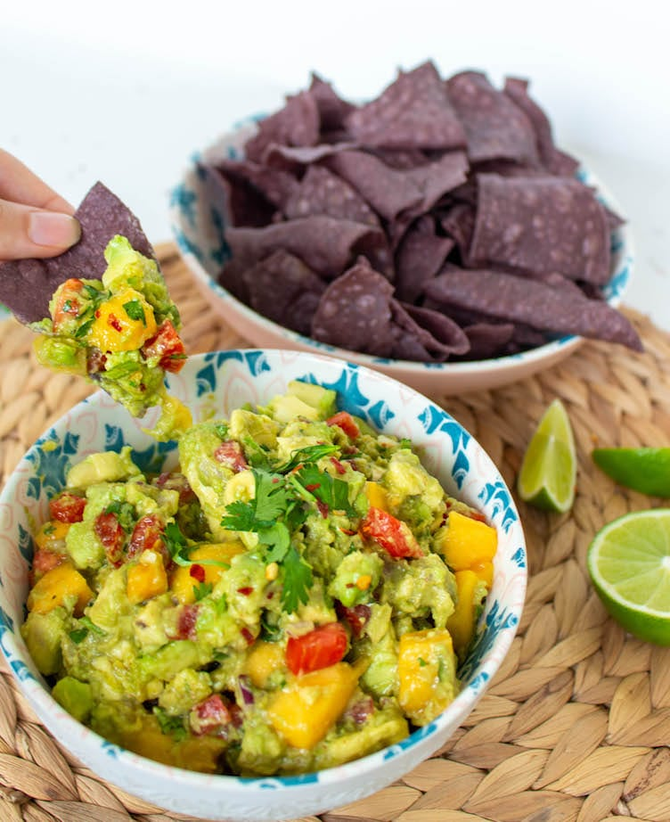 Want to know how to make the best guacamole? This mouthwatering recipe is very quick, easy, delicious, and authentic. It's the ultimate crowd-pleaser!