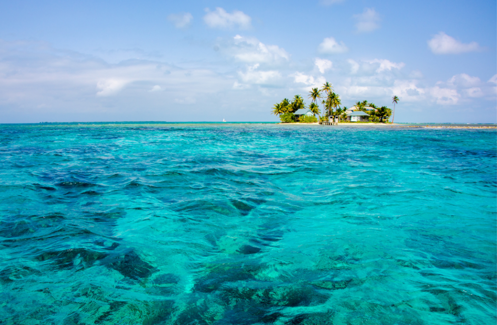 Wondering why you should visit Belize during your next trip? Tucked into a pristine pocket of the Caribbean between México and Guatemala, Belize is one of the last undiscovered gems of the world. One of my favorite destinations to date, the vivid colors, the carefree Caribbean vibe, the lush jungles, the lively barrier reef, and the warm people of Belize stole my heart.
